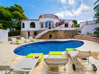 Casa Miguel sleeps 9 people, Javea. Offers heated pool, wifi and air con