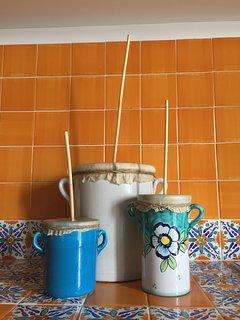 Dettaglio decorativo in cucina: cuoa cupe
