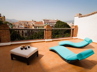 Superior penthouse with terrace solarium in Historical centre, close Malaga port