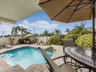 Villa Vista Mare - Luxurious 3BD/3BA Beachfront, Heated Pool
