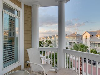 Oceanfront cottage with view, balconies, and shared pools, walk to parks!