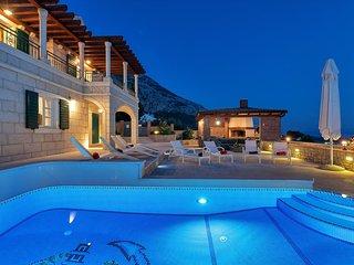 High-Lux Villa Vikki, full serviced