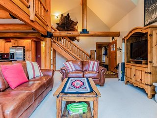 Gorgeous lakefront cabin w/ fireplace, chimenea & deck - 5 miles to Glacier!