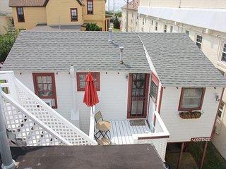 822 Stockton Cottage/The Blue Whale 102402