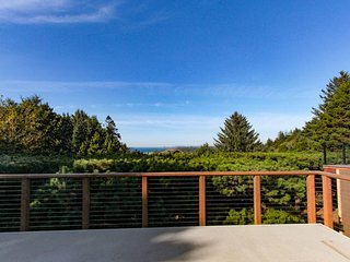 NEW LISTING! Updated dog-friendly home w/fantastic ocean views-walk to beach