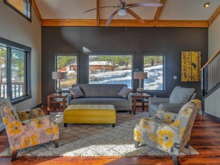 NEW LISTING! Modern cabin w/ mountain views and furnished deck, central location