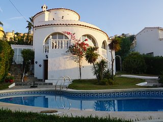 Luxury villa near Valencia, 10p, 4 bedrooms/3 bathrooms, ocean view, pool, BBQ