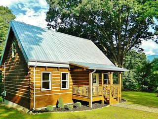 Brand NEW Log Cabin in Black Mountain NC 15 Minutes to ASHEVILLE 3 bedroom