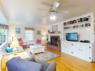 NEW LISTING! Charming island cottage w/ fireplace - close to town & beaches!
