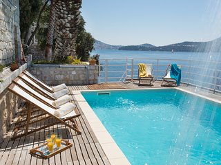 Apartment 1 in Dubrovnik seafront villa with pool and beach for 6 guests