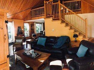 Laurentian Lake Front Cottage