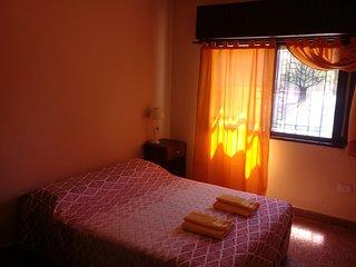 Casa con 3 Dormitorios Cocina Completa Equipada Comedor Garage. WIFI. Aire Ac