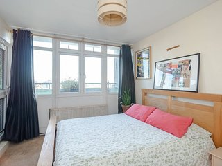 Cosy 1 Bed, 10 mins to Kennington and Oval tube!