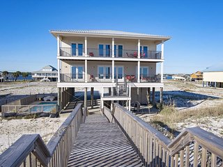 9 BR ~ Gulf Front ~ Private Pool ~ Sleeps 28 ~ Sunrays Beach House Gulf Shores
