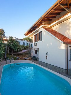 Villa Serena with Private Swimming Pool, garden and Parking in the centre of the
