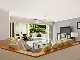 Poolside Apartment in Absolute Beachfront Resort (62)