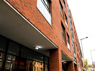 Liverpool City Centre Two Bed Apartment & Parking