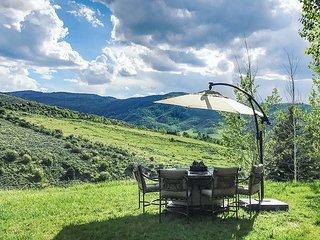 Hillside Estate w/ Private Hot Tub, Sauna & Mountain Views - Near Skiing