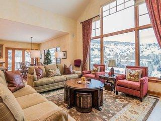 5BR Hillside Estate w/ Private Hot Tub, Sauna & Mountain Views - Near Skiing