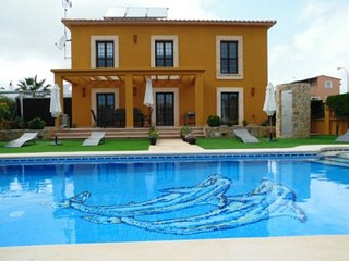 VILLA VILCHES -  4 bedrooms, pool with big garden area