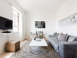 Cape Town City Luxury One Bedroom Apartment - Sleeps 3.