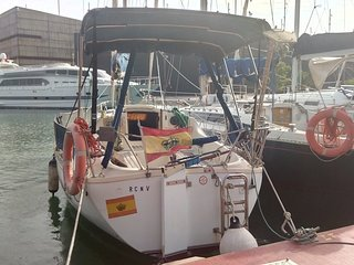 Pequeno velero en Port Forum Barcelona