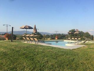 Borgo delle Spighe, perfecto para 14 personas, magnifica piscina panoramica