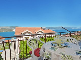FANI, 3 bedrooms with sea view, 150m from a beach in Mastrinka