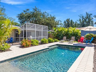 Casita Bayou – Completely Renovated 2/1 Heated Pool Home On Canal [Sleeps 6]