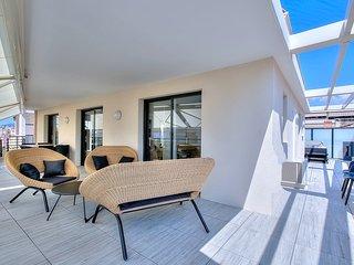 Splendide appartement sur le toit idealement situe – Jacuzzi– Climatisation