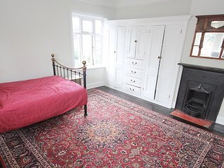 Ashtonville - Quintessentially English Home Room C