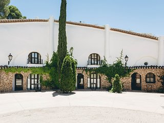 stunning cave lodging in Andalusia, lagar