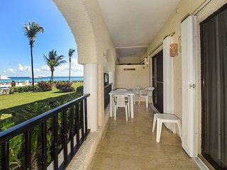 Deluxe, Comfortable, and best of all, Oceanfront!  Perfect Location (XH 7006)