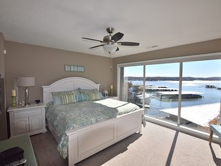 Walk-IN UNIT * WATERFRONT* 2 Bed / 2 Bath (Sleeps 6)  wifi
