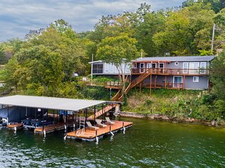 Serene Waterfront Home with Outstanding View  Sleeps 15