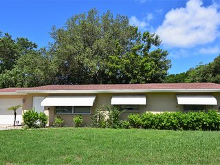 3Bedroom, 2bath Pool Home Near Siesta Beach!