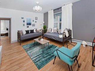Stunning 3 Bedroom / 5 Beds Apartment - 10 Minutes to NYC!