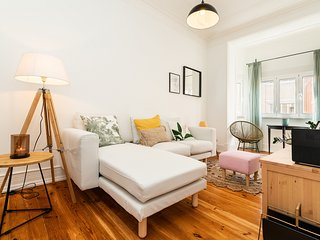Charming and Bright apartment near Campo Pequeno