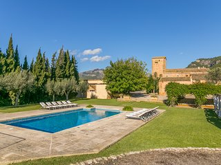 Historical house Mallorca pool wifi aircon/heat sleeps 12-14