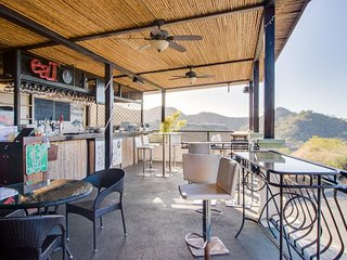 Hillside penthouse w/ amazing ocean view, deck & shared pool - 2 miles to beach!