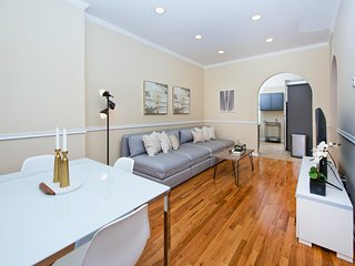 Gorgeous Renovated Duplex Townhouse 10 minutes to NYC. Two blocks to Subway!