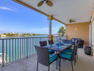 Waterfront, Spacious Balcony, 2 Kings! Free Cable & Wi-Fi, W/D, Pool, Hot Tub-30
