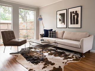 Bold 2BR in The Galleria by Sonder