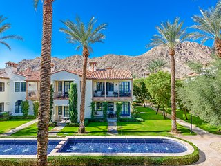Luxury 3BD/3BA Villa on the Paseo - Upper C75