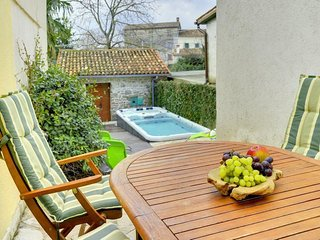 Grzici Holiday Home Sleeps 8 with Air Con - 5467032