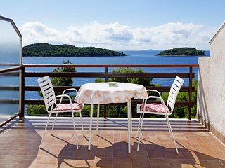 Prizba Apartment Sleeps 2 with Air Con and WiFi - 5471377