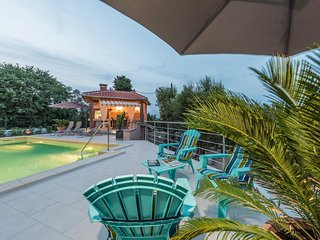 Sutomiscica Apartment Sleeps 4 with Pool and WiFi - 5472159