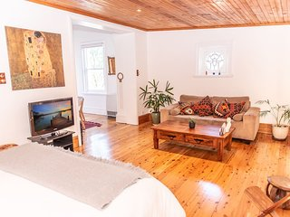 Beautifully Renovated Private Home in Bondi H402
