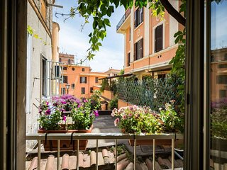 Borghetto Trastevere apartment in Trastevere with WiFi & air conditioning.