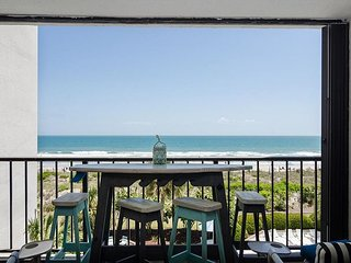 Oceanfront tastefully renovated condo with pool and tennis courts